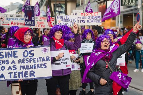 De 1.000 à 2.000personnes ont participé, samedi, à la première grève des femmes pour leurs droits et l'égalité de traitement. (Photo: Nader Ghavami)