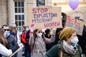 Des messages pour appeler à mettre fin à l'exploitation des migrantes. ((Photo: Romain Gamba / Maison Moderne))