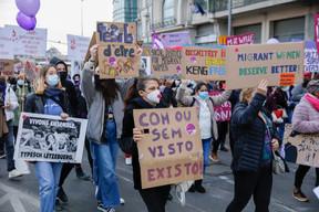 Portugais, luxembourgeois, anglais, espagnol… Une manifestation aux messages multilingues, à l'image de la diversité du Luxembourg. ((Photo: Romain Gamba / Maison Moderne))