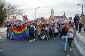 Les manifestants sur le pont Adolphe. ((Photo: Romain Gamba / Maison Moderne))