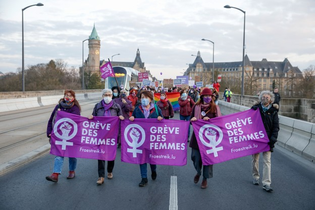 Ils étaient plus d'un millier à défendre les droits des femmes, lundi, dans les rues de la ville de Luxembourg. (Photo: Romain Gamba / Maison Moderne)