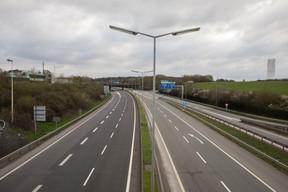 La Croix de Gasperich, carrefour autoroutier du Grand-Duché, déserté par les véhicules… Dès le 18 mars 2020, le Luxembourg est placé en état de crise. ((Photo: Matic Zorman / Maison Moderne))