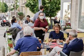 Après 73 jours de fermeture forcée, les restaurants sont autorisés à rouvrir leurs terrasses le 27 mai, deux jours avant de pouvoir exploiter leurs salles. ((Photo: Romain Gamba / Maison Moderne))