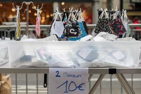 La traditionnelle Stater Braderie a bien lieu le 31 août 2020. Le masque y est vendu sous toutes les coutures. ((Photo: Matic Zorman / Masion Moderne))