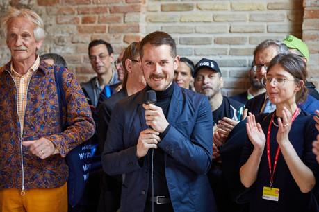 KevinMuhlen lors du vernissage du pavillon luxembourgeois à la dernière Biennale de Venise. (Photo: Andy Davison)