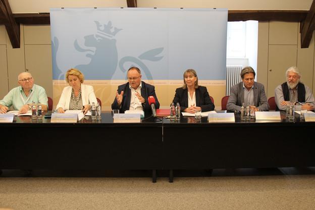 Romain Schneider et Lydie Polfer (au centre) ont signé une convention prévoyant un budget de 10 millions d'euros pour l'exposition Luga 2023. (Photo: MA / SIP)