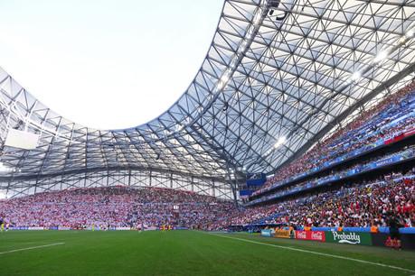 Le Vélodrome, stade mythique de l'Olympique de Marseille, a appris à connaître Iqoniq depuis février: le logo de la start-up monégasque figure sur la manche du maillot depuis lors. (Photo: Shutterstock)