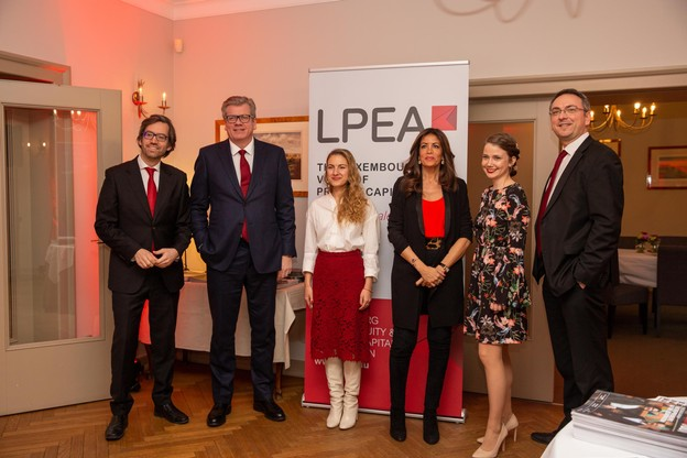 Luis Galveias (LPEA), Claus Mansfeldt (LPEA), Natalia Koltunovskaya (LPEA), RajaaMekouar-Schneider (CEO de la LPEA), Michaela Viskupicova (LPEA) et Stephane Pesch (LPEA). (Photo: Romain Gamba/Maison Moderne)