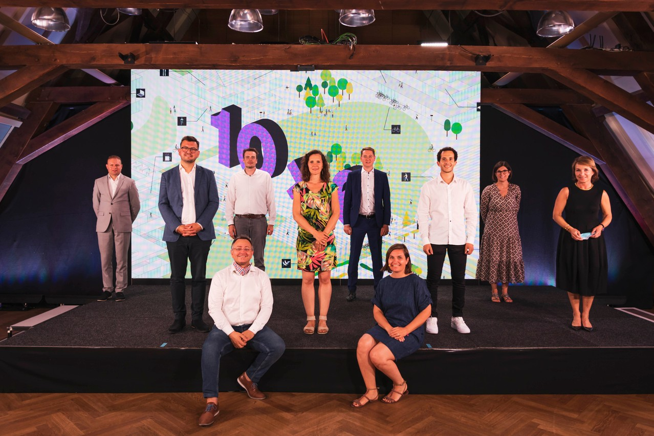 Frédéric David (Portakabin), Nicolas Tarnus (Tracol Immobilier), Pedro Castilho (Verbalius), Robby Cluyssen (JLL), Emma Zimer (Nouma), Denis Rosolen (Beng), Céline Coubray (Paperjam Architecture + Real Estate), Lotfi Behlouli (JLL), Barbara Brecko (Ginkgo) et Marie Lucas (M3 Architectes). (Photo: Patricia Pitsch/Maison Moderne)