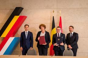 La coopération en matière d'administration et de fonction publique a aussi fait l'objet d'un accord, signé par Petra De Sutter et Marc Hansen, ministres de la Fonction publique. ((Photo: Nader Ghavami))