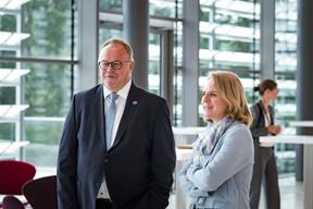 Romain Schneider (ministre de la Sécurité sociale) avec Corinne Cahen (ministre à la Grande Région). ((Photo: Nader Ghavami))