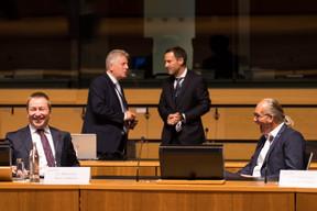 Bonne humeur affichée par Marc Hansen et Claude Turmes, le ministre de l'Énergie et ministre de l'Aménagement du territoire.   ((Photo: Nader Ghavami))