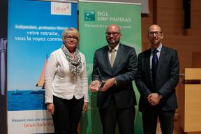 Au centre, Yannick Bontinckx (Ziggu, 1er prix Cyel 2019) et Namir Yeroham (président national de JCI pour 2019) ((Photo: Matic Zorman))