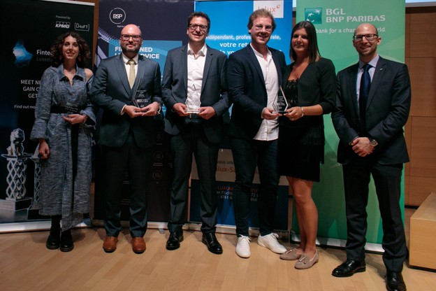 Flavia Carbonetti (Einfühlung, Prix coup de cœur du jury), Yannick Bontinckx (Ziggu, 1er Prix Cyel 2019), Patrick Malget (Taxx.lu, 2e Prix Cyel 2019), Pierre Beck et Catherine Hoffmann (Fox Drinks, 3e Prix Cyel 2019), et Namir Yeroham (président national de JCI pour 2019) (Photo: Matic Zorman)