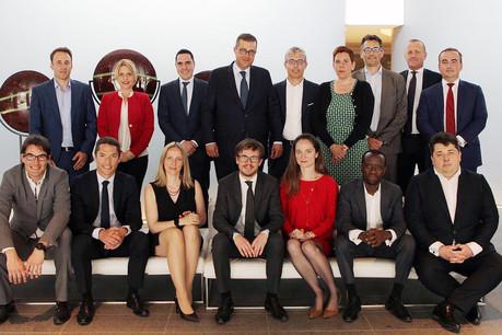 Quinze nouveaux partners et managing directors – qui entourent John Psaila, managing partner, au centre au deuxième rang – sont nommés ce vendredi au sein de Deloitte Luxembourg. (Photo: Deloitte Luxembourg)