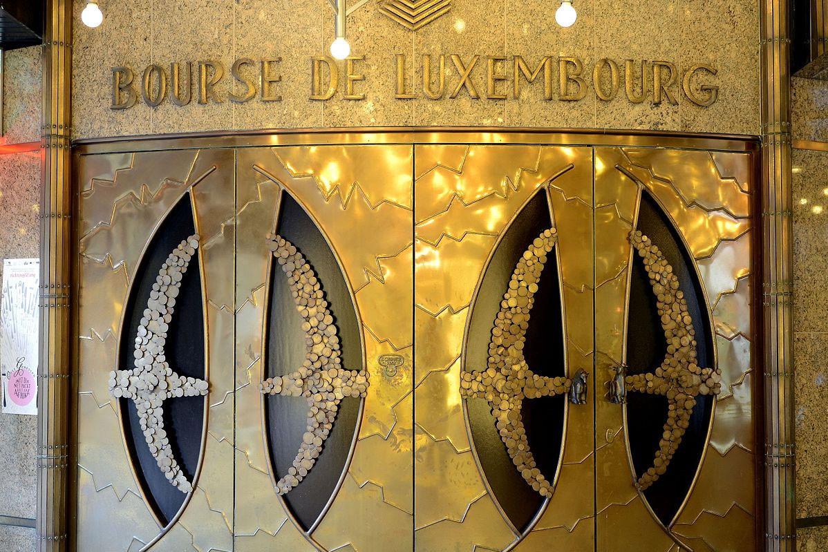 L'emblématique porte de la Bourse de Luxembourg, alors installée en centre-ville, avenue de la Porte-neuve. (Photo: Bourse de Luxembourg)
