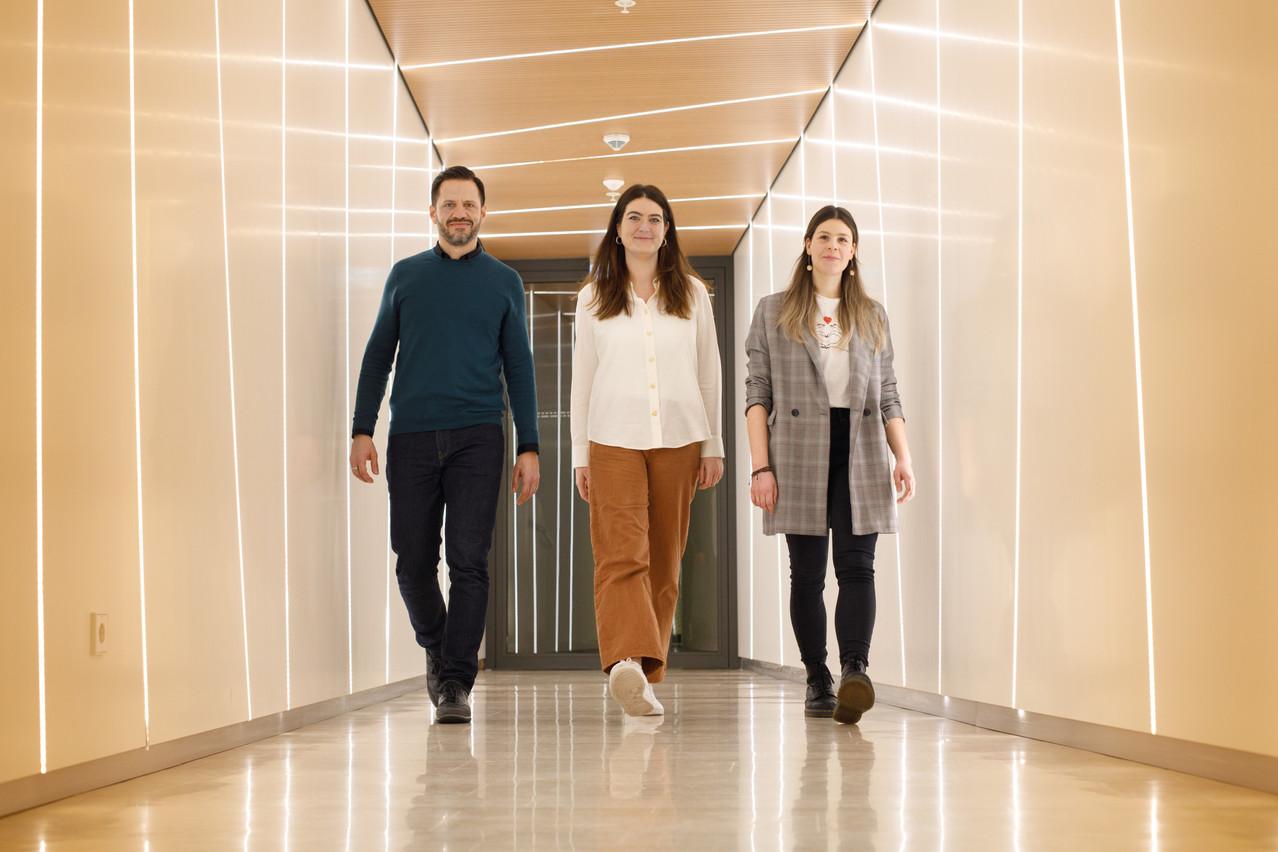 Le trio composé par Daniel Nepgen, Lynn Warken et Melody Hansen, à la tête de la nouvelle version du Journal. (Photo: Matic Zorman / Maison Moderne)
