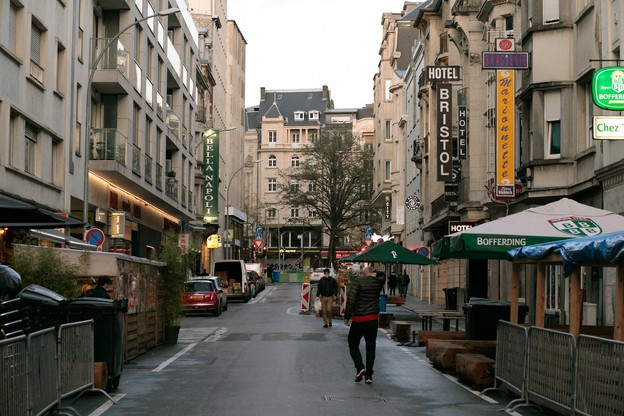 Les sanctions ont augmenté depuis deux ans à Luxembourg-ville… comme la présence policière. Les agressions, surtout de nuit, ont fortement baissé. Pour la même raison… et en raison du couvre-feu associé à la fermeture des bars et des restaurants. (Photo: Archives Maison Moderne)