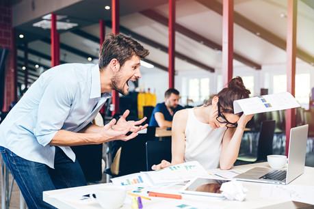 Des tâches dénuées de sens et les critiques permanentes au travail minent le quotidien des salariés. (Photo: Shutterstock)