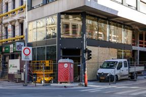 La modernisation d'anciennes cellules commerciales, comme, ici, celles occupées précédemment par Yves Rocher, suit son cours à l'avenue de la Gare. ((Photo: Romain Gamba / Maison Moderne))