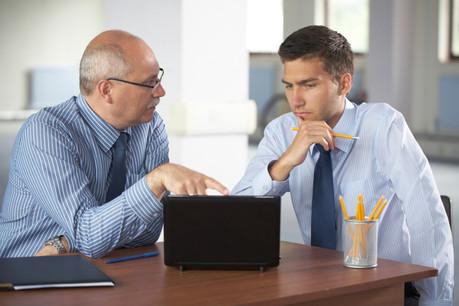 Aider financièrement les entreprises à engager des seniors, c'est une des recommandations de la Fondation Idea. (Photo: Shutterstock)