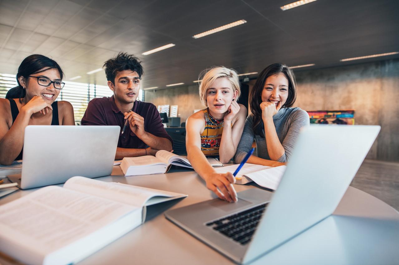 228 exposants répondront à toutes les questions des étudiants. (Photo: Shutterstock)