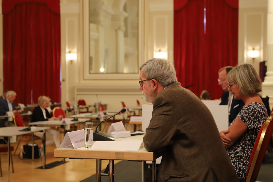 Jeannot Waringo is pictured presenting the care home cluster report in a parliamentary meeting at the Cercle Cité on 12 July 2021 Photo: Chamber of Deputies / Flickr