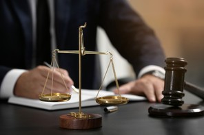 Si les députés se sont accordés sur l'utilité de cette nouvelle fonction de référendaire, reste que celle-ci demeure insuffisante pour pallier le problème global de recrutement dans la magistrature, selon eux. (Photo: Shutterstock)