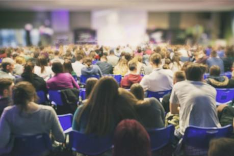 400 élèves étaient réunis pour la12e Foire luxembourgeoise des entreprises d'entraînement, mardi 10 décembre. (Photo: Shutterstock)