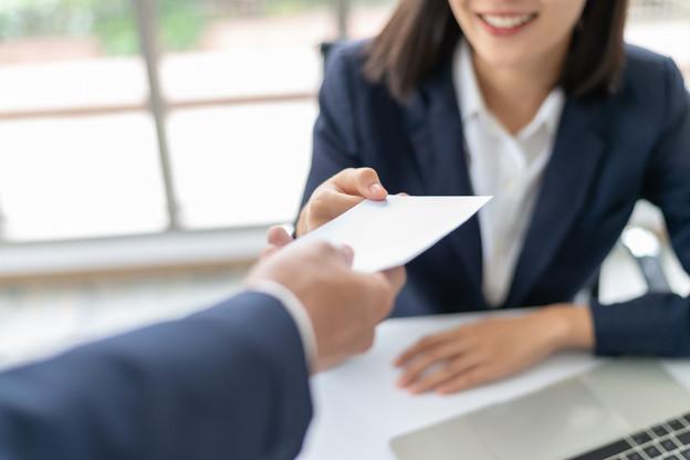 Restez ouvert aux autres avantages, le salaire n'est pas le seul élément qui influe sur vos revenus et votre pouvoir d'achat. (Photo: Shutterstock)