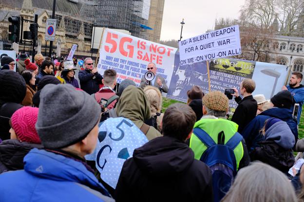 De nombreux mouvements ont vu le jour dans le monde, comme ici à Londres, pour s'opposer au déploiement de la 5G pour des raisons de santé publique. Une des huit pétitions au Luxembourg a atteint le nombre de signatures requis pour déclencher un débat. (Photo: Shutterstock)