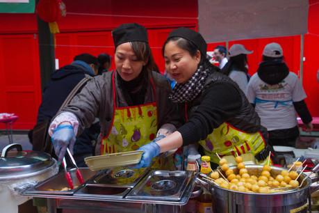 Cette année, pas de Nouvel An chinois au restaurant! Mais ça ne veut pas dire que ces derniers n'ont pas tout prévu pour un vendredi soir gourmand chez vous grâce au take-away! (Photo: Elsie Kibue / EK13 Photos / Alamy Stock Photo)