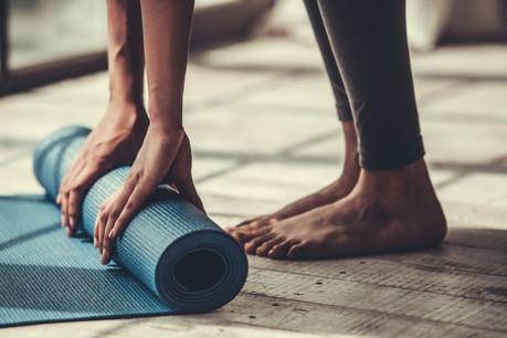 La pratique du yoga nécessite seulement un tapis et quelques minutes. (Photo: Shutterstock)