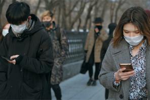 Le monde continue à avancer masqué pour contrer l'épidémie. (Photo: Shutterstock)