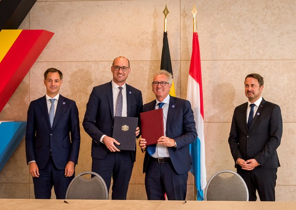 Les ministres des Finances Vincent Van Peteghem (2e à gauche) et Pierre Gramegna ont conclu des avancées en matière de fiscalité, aux côtés des Premiers ministres Alexander De Croo (à gauche) et Xavier Bettel. (Photo: Nader Ghavami)