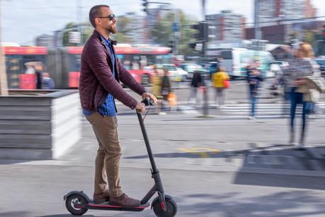 Électriques ou pas, comme les vélos, les trottinettes sont tout simplement interdites sur les trottoirs. (Photo: Shutterstock)
