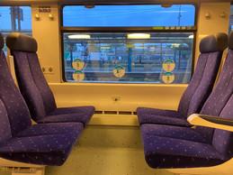 Un siège sur deux ne garantit pas les deux mètres réglementaires, mais la SNCF n'a pas beaucoup de moyens de faire respecter la distanciation. ((Photo: Paperjam))