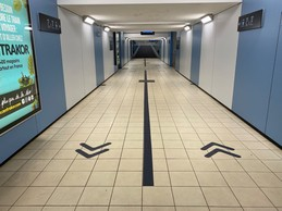 Sous les quais, un sens pour aller vers son train, un autre pour sortir de la gare. ((Photo: Paperjam))