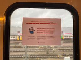 Sur les vitres, l'appel à porter un masque dans les transports au Luxembourg. ((Photo: Paperjam))