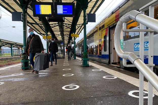 Ce lundi matin, le marquage au sol n'a servi à rien: à peine 80frontaliers ont pris le TER Metz-Thionville-Luxembourg, habituellement le plus chargé d'une journée ordinaire. (Photo: Paperjam)