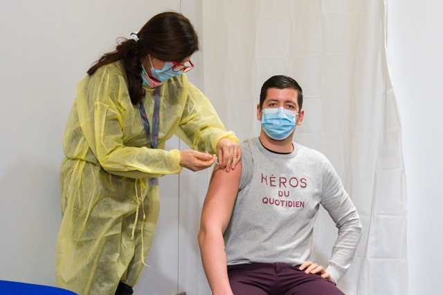 Health worker Kevin Nazzaro was among the first in Luxembourg to be vaccinated back in January. Trust in science means that 82% of the population is now keen to get the covid vaccine. SIP / Emmanuel Claude (archive photo=