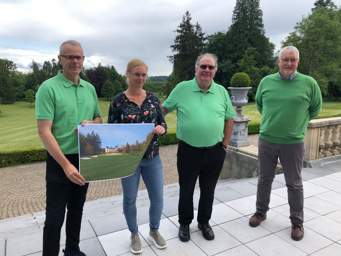 Roby Schintgen (au centre, à côté de sa fille Fiona, avec qui il pilote le projet), OlivierBoulard (à gauche) et l'architecte JoëlCollard (à droite) ont revu le projet, qui devrait aboutir en 2023. (Photo: Maison Moderne/archives)