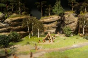 Une reconstitution de l'habitat de Loschi dans le lieu-dit de Loschbour, au Mullerthal. ((Photo: Matic Zorman / Maison Moderne))