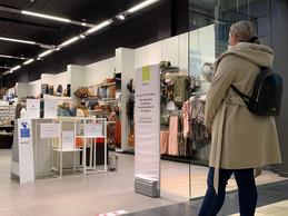 Il fallait s'armer de patience pour entrer dans la boutique d'articles de couture Veritas aux premières heures de la journée. ((Photo: Paperjam))