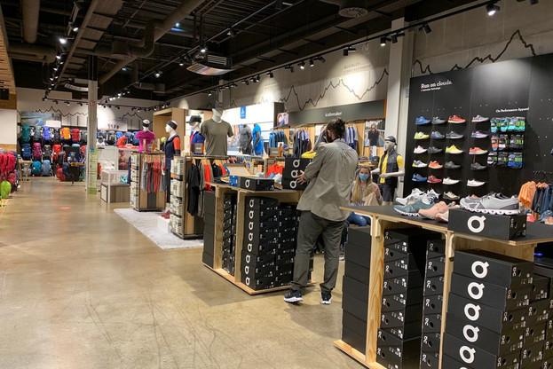 Les commerces ont rouvert pour la plupart dans le calme et avec un respect marqué des consignes de sécurité. (Photo: Paperjam)