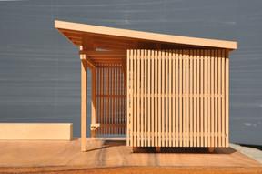 L'abri de jardin dispose d'un toit débordant pour protéger des intempéries. ((Photo: Agence d'Architecture Stanislaw Berbec'))