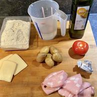 Pommes de terre, restes de raclette, mortadelle... Pas besoin d'aller bien loin pour confectionner une savoureuse focaccia! (Julien Martin)