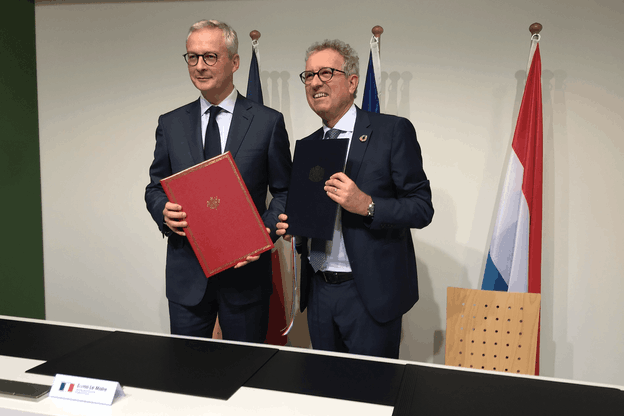 Pierre Gramegna et Bruno Le Maire avaient signé, au Luxembourg le 10 octobre 2019, l'avenant à la convention fiscale. (Photo: Paperjam)