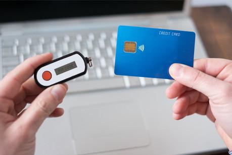 Selon les exigences de la directive européennePSD2, deux outils sont désormais nécessaires pour assurer un paiement en ligne. (Photo: Shutterstock)