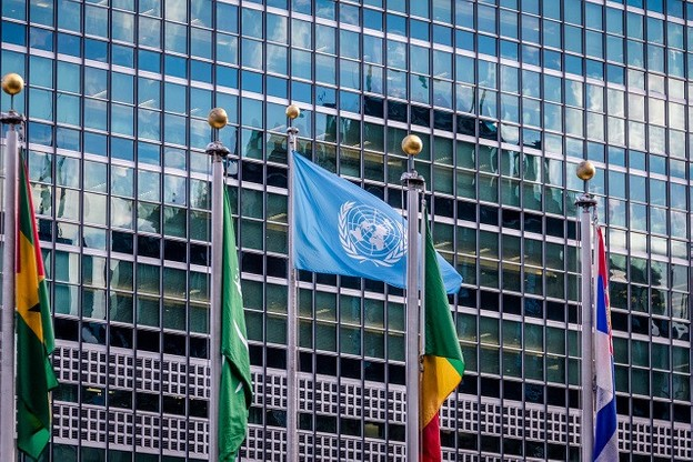 NEW YORK, USA - December 08, 2016: World and UN Flags in front  at United Nations Headquarters in Manhattan (Photo: Lyxor ETF)